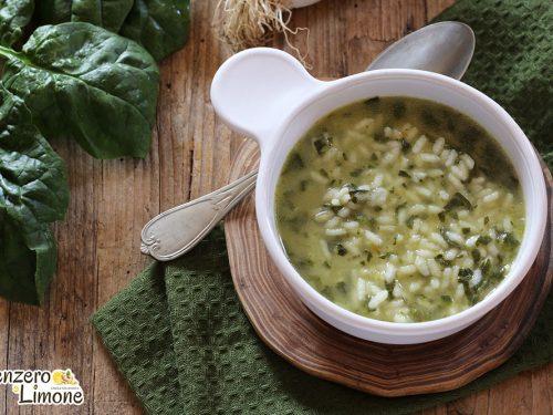 Riso in brodo con porri e spinaci (ricetta facile)