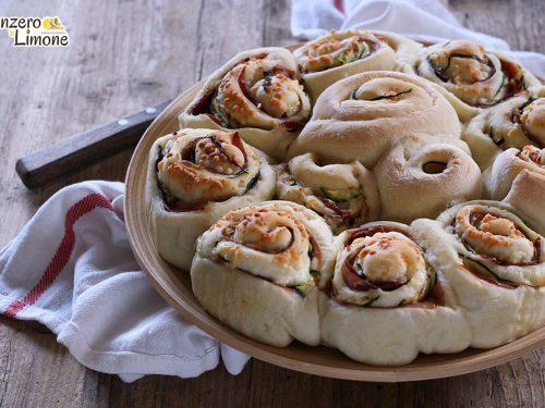 Torta di rose salata con caciocavallo e zucchine