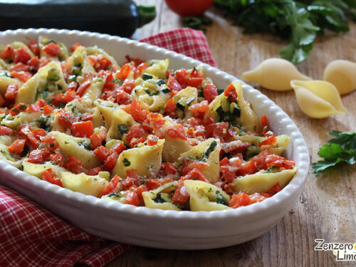 Conchiglioni ripieni con zucchine e pomodoro