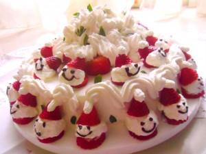 torta alle fragole con omini di fragola