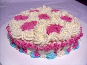 torta con rosa di panna e pasta di zucchero