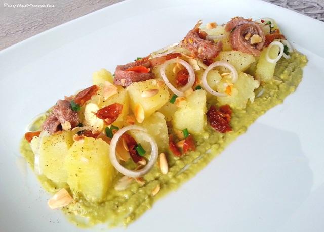 Dadolata di patate su crema di piselli e alici
