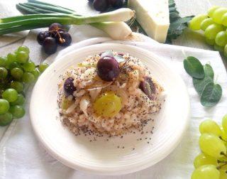 Orzo salad con succo di uva e uva fresca - orizzontale