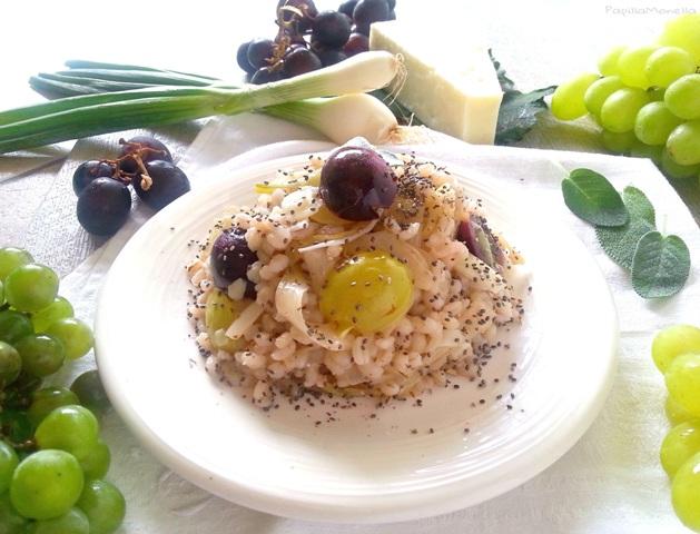 Orzo salad con succo di uva e uva fresca