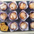 Muffin vegani al cocco fresco e prugne - teglia