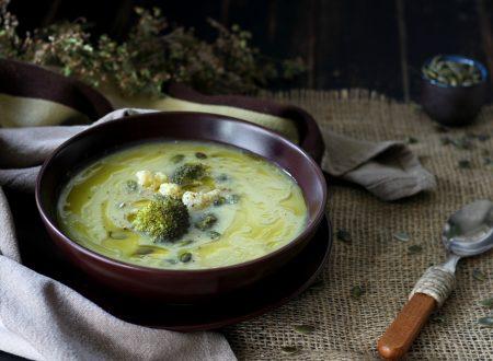 Vellutata veloce di broccoli e cavolfiore con semi di zucca