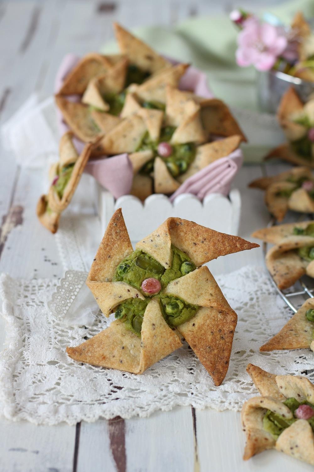 Girandole salate con frolla alla chia e crema piselli