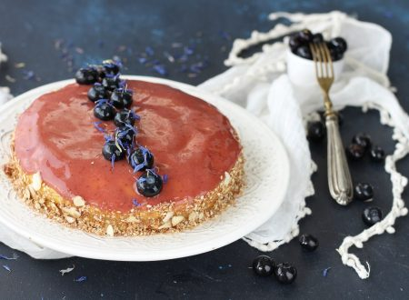 Torta veg ai mirtilli con glassa di fragole