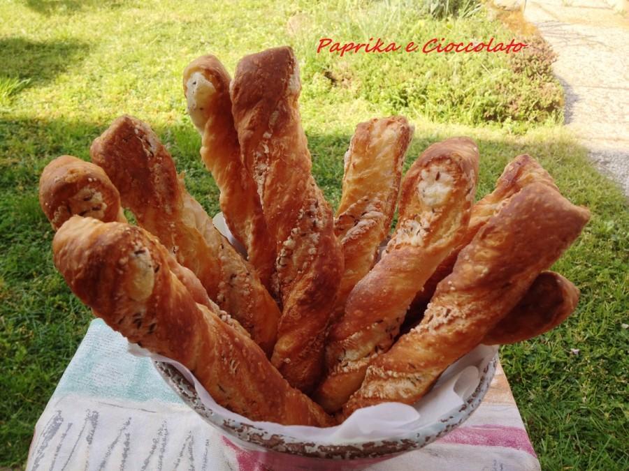 Grissini di Pasta Sfoglia con semi di cumino