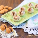 Amaretti con crema di nocciole e cocco