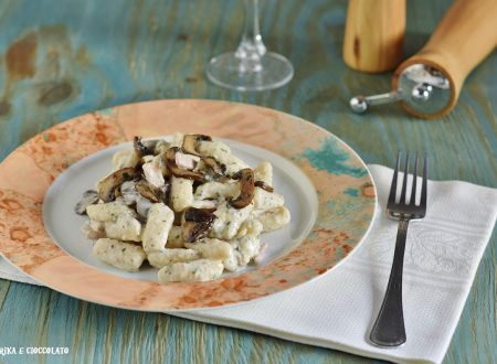 Gnocchetti di semola con prosciutto e funghi