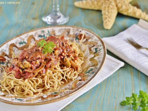Spaghetti integrali con sugo di pesce