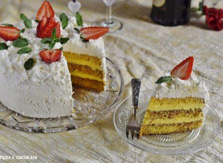 Torta con crema chantilly e cocco