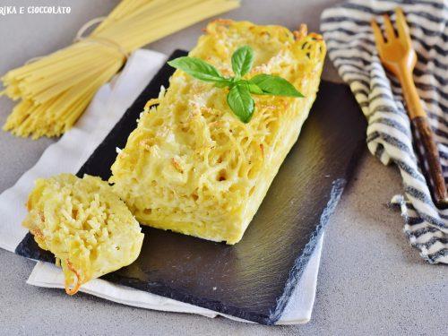 Plum-cake di spaghetti con scamorza