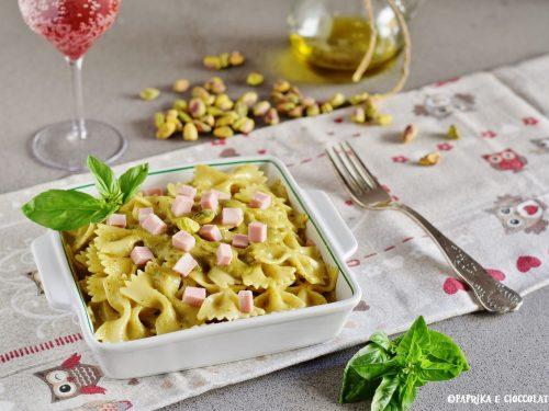 Pasta al pesto di pistacchio e mortadella