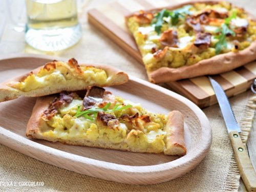 Pizza con patate pancetta e provola