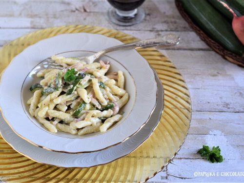 Strigoli con zucchine e prosciutto cotto