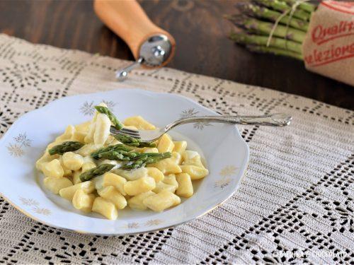 Gnocchi con crema di asparagi