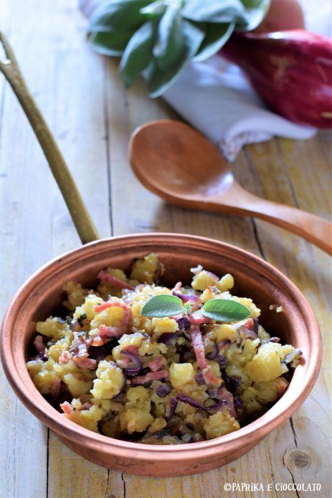 Patate pancetta e cipolla in padella