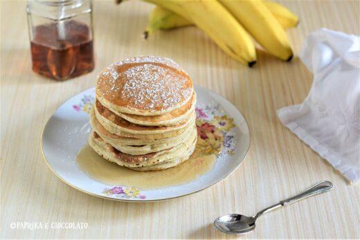 Pancake alla banana con sciroppo di acero