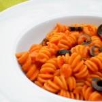 pasta con crema di peperoni e olive