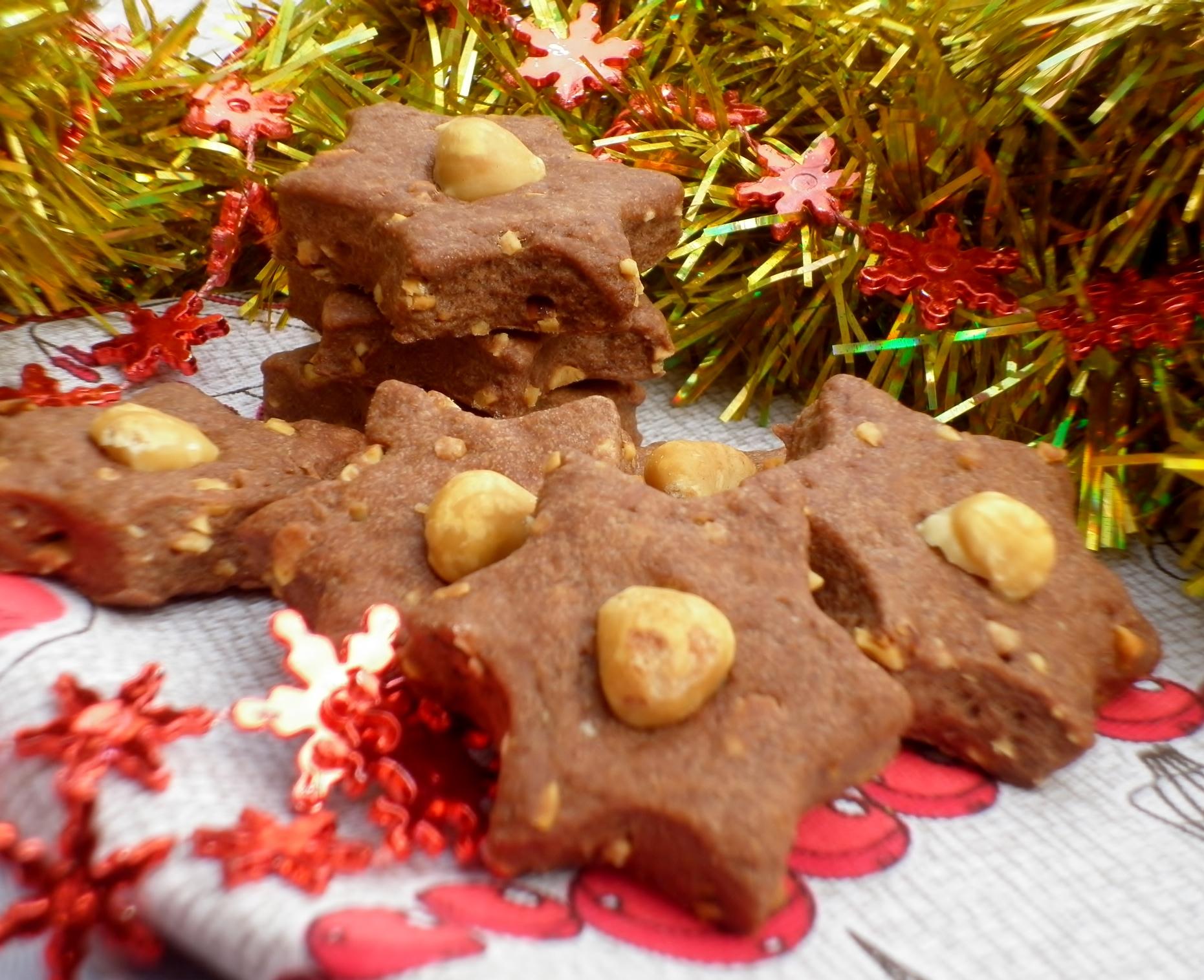biscotti al cacao con cannella e nocciole