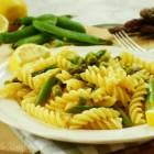 pasta al limone con asparagi e piselli