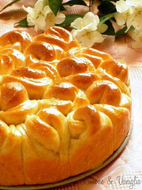 torta di rose alle mandorle