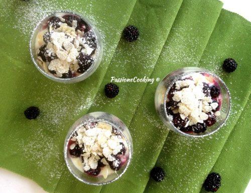 Crema di yogurt more e mandorle