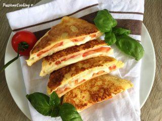 French toast salati con pomodoro e mozzarella