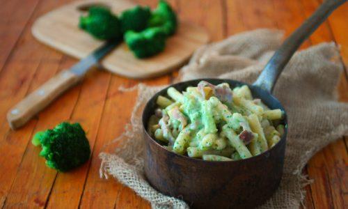 Pasta ai broccoli e prosciutto crudo – cremosa