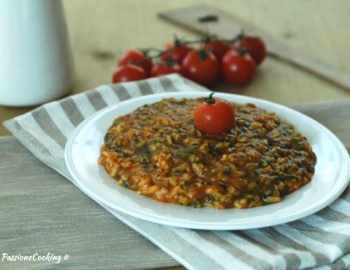 Risotto veloce spinaci e pomodoro in pentola a pressione