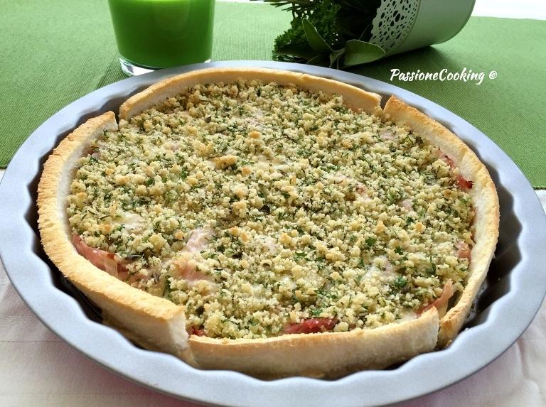 Torta sbriciolata di pancarrè con prosciutto e formaggio, ricetta veloce e sfiziosa.