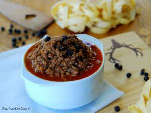 Ragù di cervo - con vino rosso e pomodoro