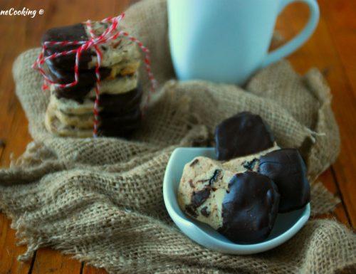 Biscotti con mandorle e cioccolato