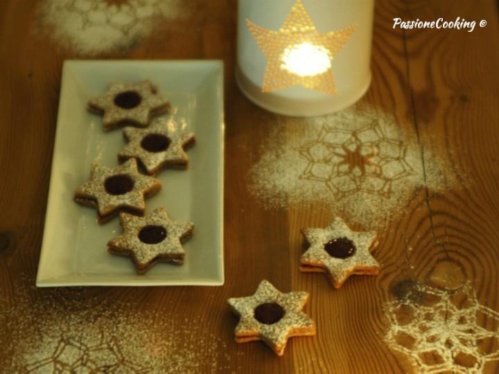 Biscotti Linzer a forma di stella - ricetta Natale