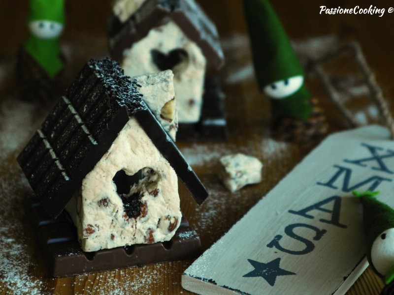 Casetta Di Natale Di Cioccolato : Casetta di torrone e cioccolato passionecooking