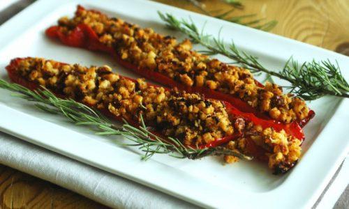 Peperoni lunghi al forno ripieni