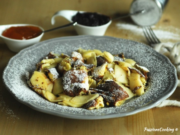 Schmarrn dolce con le mele - ricetta austriaca