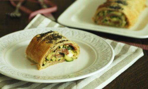 Strudel con zucchine salame e mozzarella
