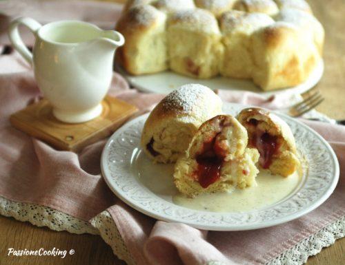 Buchteln con salsa alla vaniglia – ricetta dell'Alto Adige