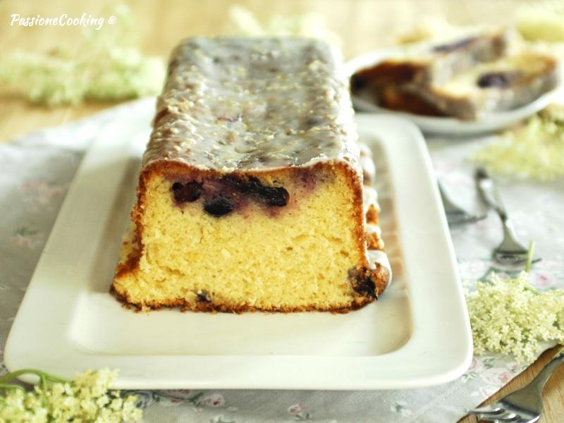 Torta al farro con mirtilli e sambuco
