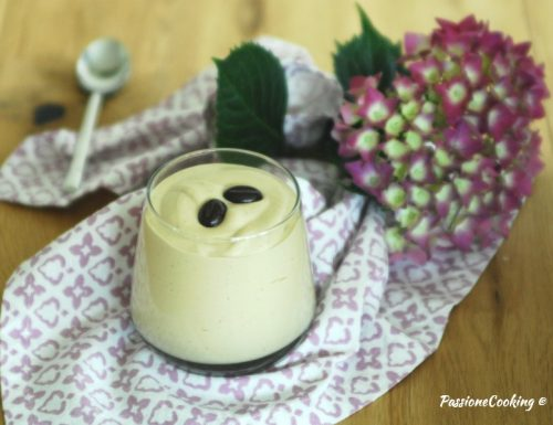 Crema fredda al caffè senza uova crude