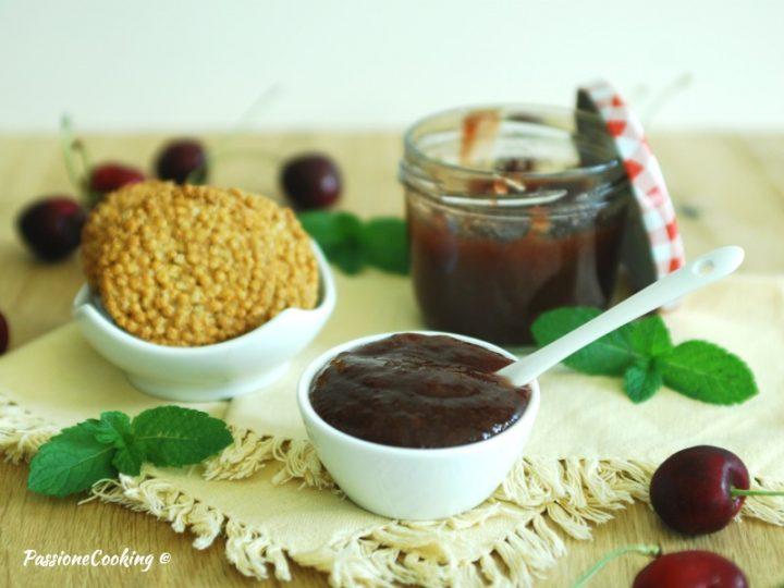 Marmellata di ciliegie aromatizzata alla menta