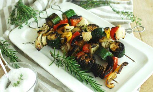 Spiedini di verdure aromatizzati alle erbette