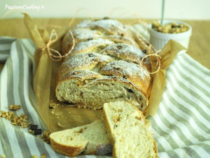 Treccia di pan brioche con muesli