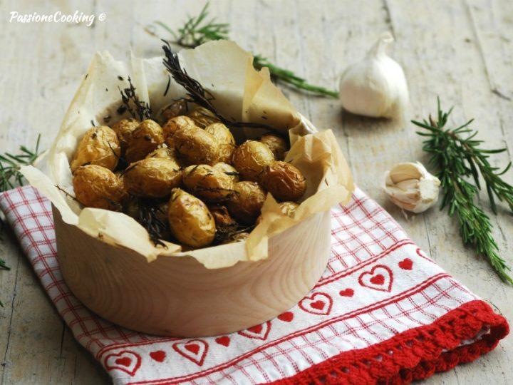 Patate novelle al forno con la buccia