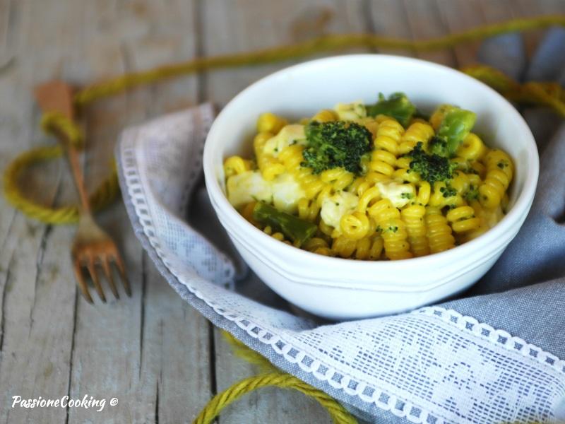 Pasta con broccoli e zafferano - cremosa e filante
