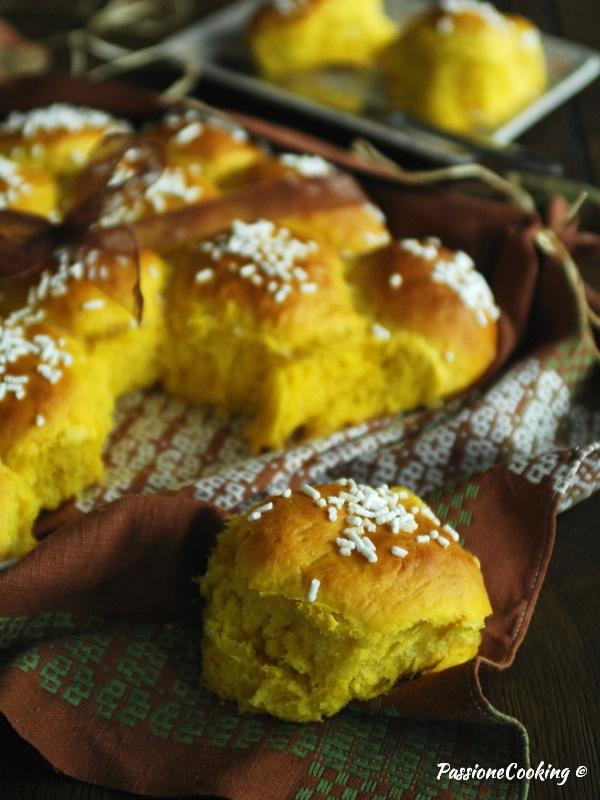 Panini dolci alla zucca con crema di mascarpone alla vaniglia