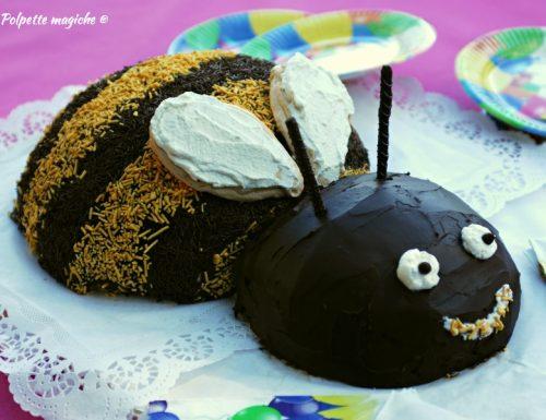 Torta ape con crema di yogurt e lamponi